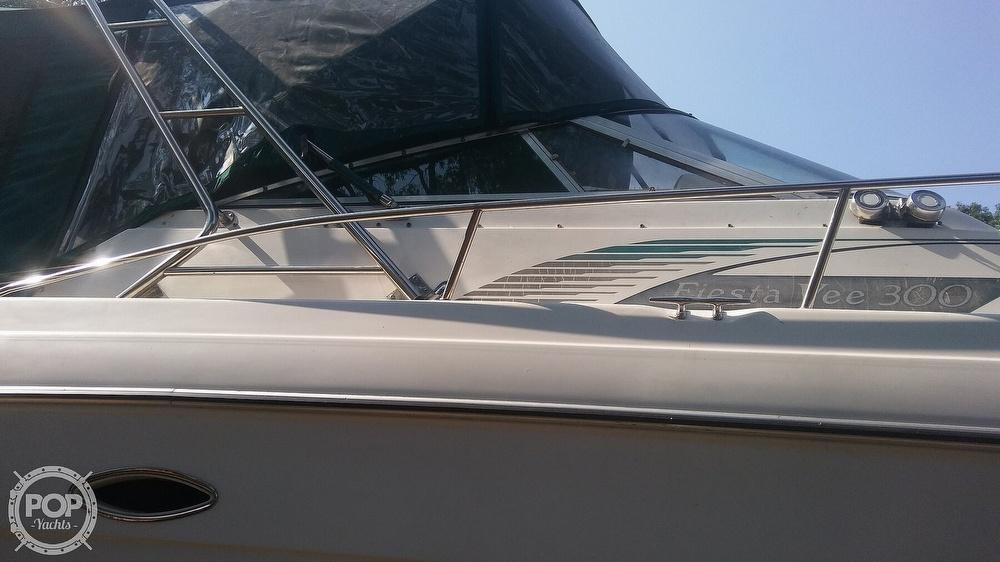 1992 Rinker boat for sale, model of the boat is Fiesta Vee 300 & Image # 37 of 40
