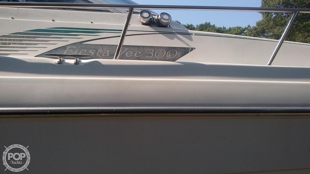 1992 Rinker boat for sale, model of the boat is Fiesta Vee 300 & Image # 38 of 40