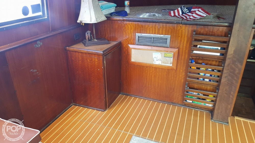 1973 Hatteras boat for sale, model of the boat is 45 & Image # 18 of 40