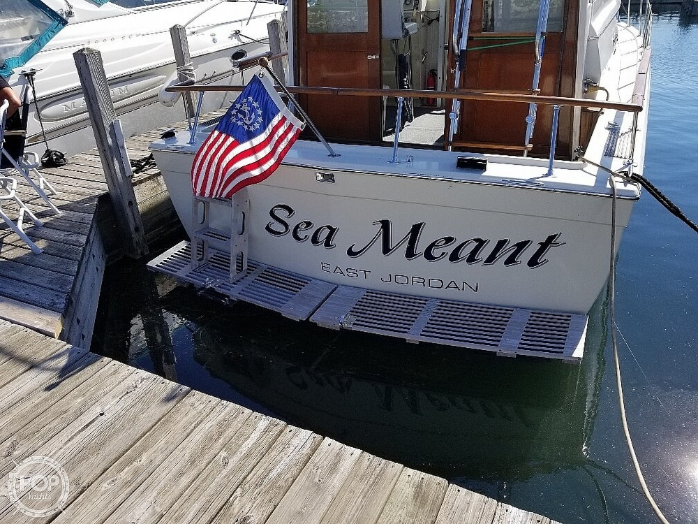 1970 Chris Craft boat for sale, model of the boat is Commande Sedan & Image # 4 of 42