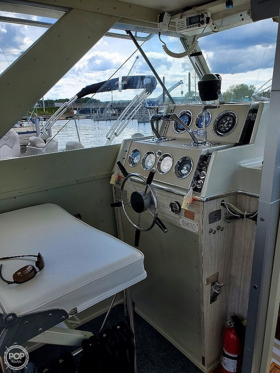 1970 Chris Craft boat for sale, model of the boat is 31 Commander Sedan & Image # 11 of 40