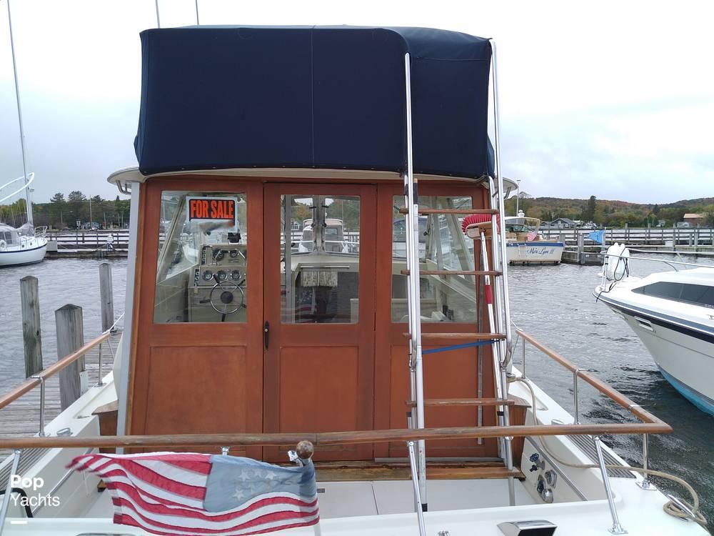 1970 Chris Craft boat for sale, model of the boat is 31 Commander Sedan & Image # 32 of 40
