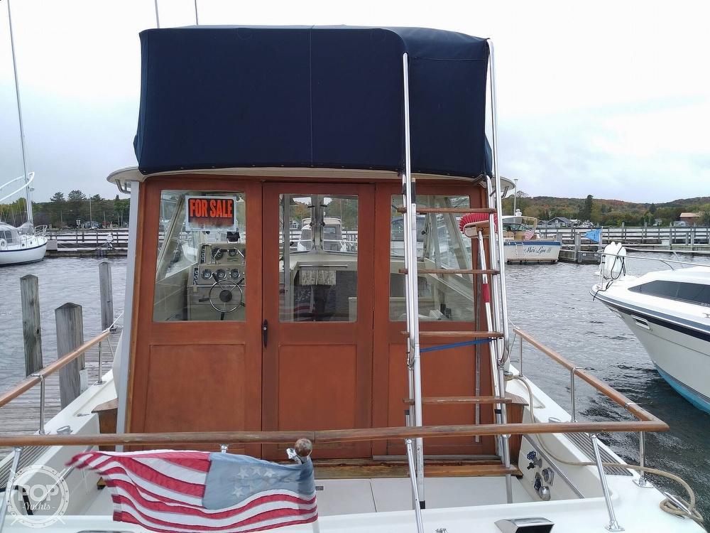 1970 Chris Craft boat for sale, model of the boat is 31 Commander Sedan & Image # 5 of 40