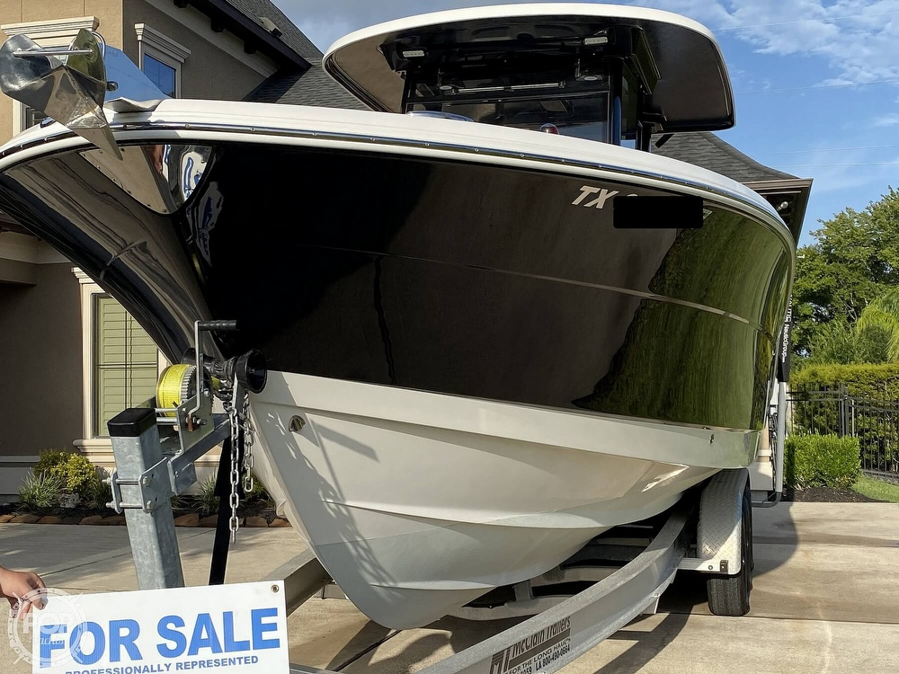 2017 Robalo boat for sale, model of the boat is R302 & Image # 12 of 40