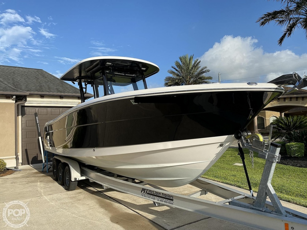2017 Robalo boat for sale, model of the boat is R302 & Image # 3 of 40