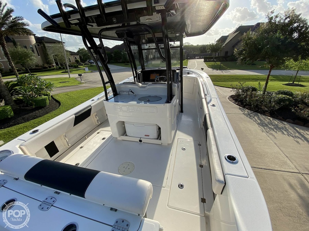 2017 Robalo boat for sale, model of the boat is R302 & Image # 4 of 40