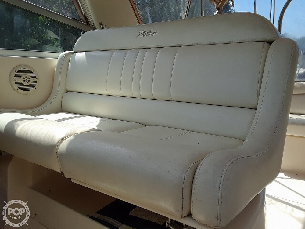 2005 Rinker boat for sale, model of the boat is 342 Fiesta Vee & Image # 20 of 40