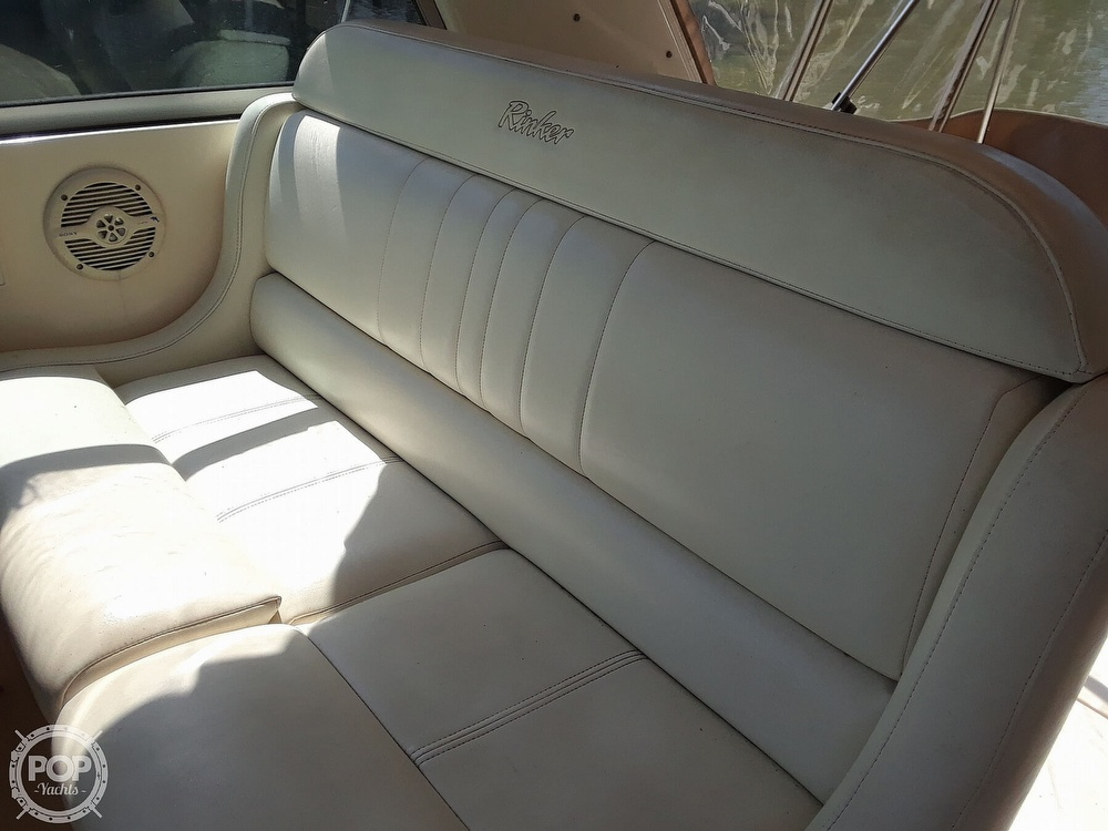 2005 Rinker boat for sale, model of the boat is 342 Fiesta Vee & Image # 19 of 40
