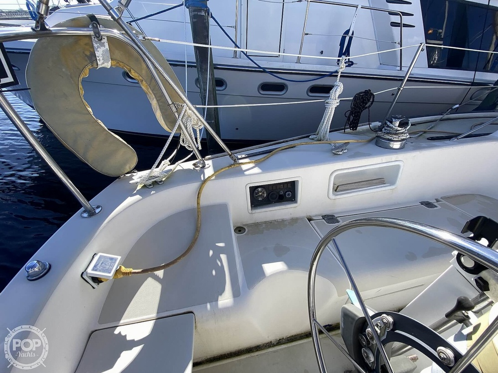 1984 Pearson boat for sale, model of the boat is 33 & Image # 21 of 40
