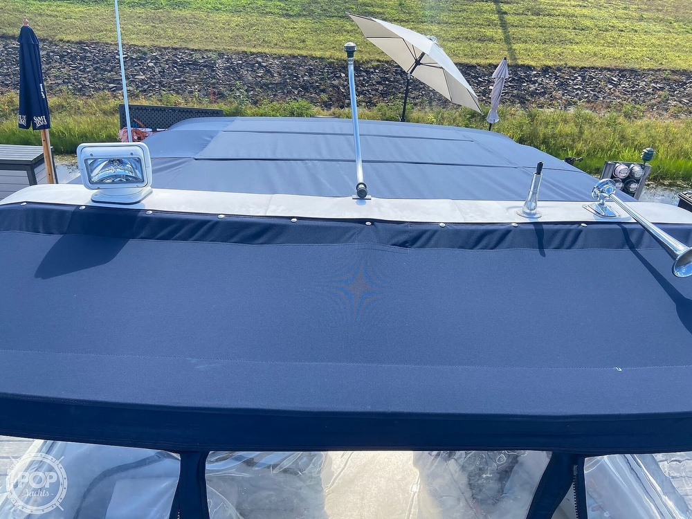 2004 Doral International boat for sale, model of the boat is 31 Intrigue & Image # 14 of 41