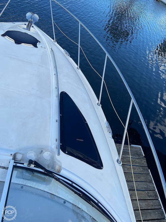 2004 Doral International boat for sale, model of the boat is 31 Intrigue & Image # 18 of 41