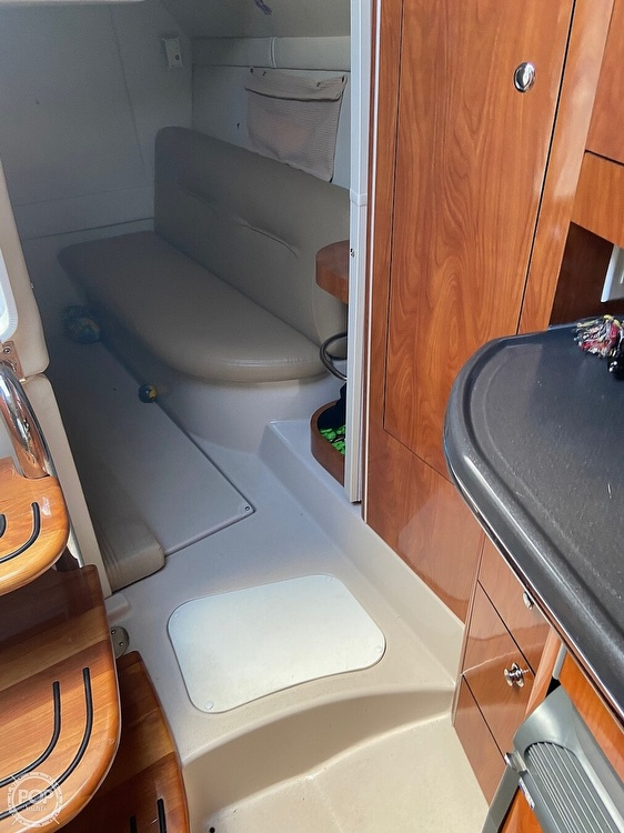 2004 Doral International boat for sale, model of the boat is 31 Intrigue & Image # 33 of 41