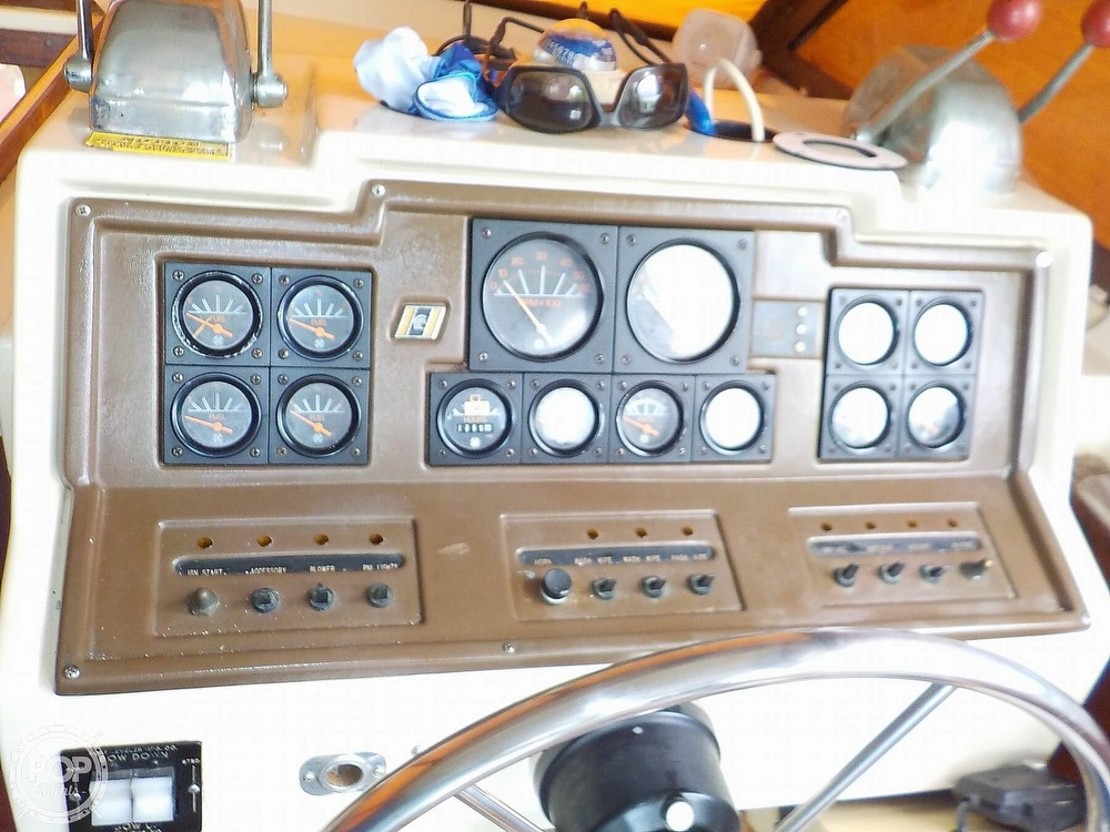 1984 Trojan boat for sale, model of the boat is F32 Convertible & Image # 38 of 40