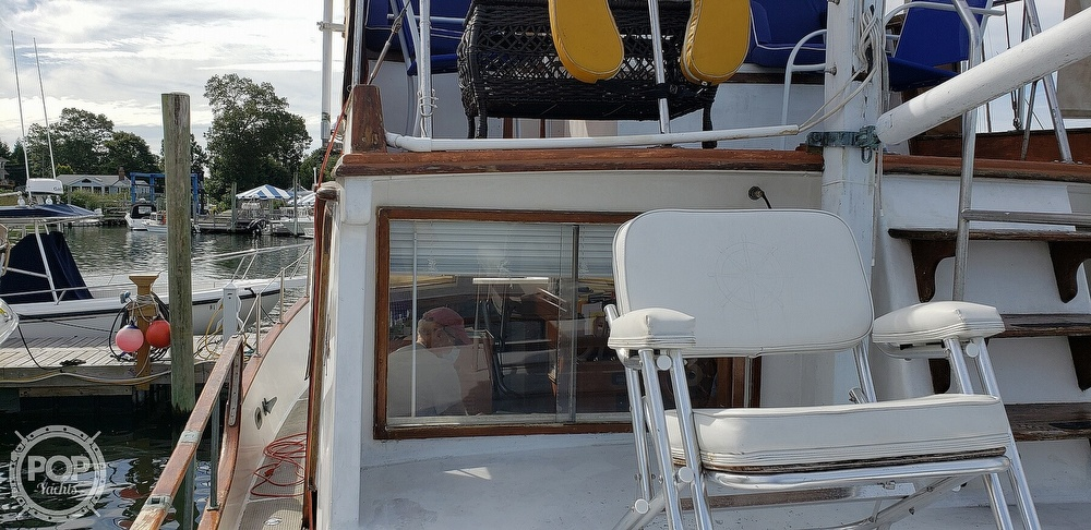 1980 Island Gypsy boat for sale, model of the boat is 36 Aft Cabin & Image # 21 of 40