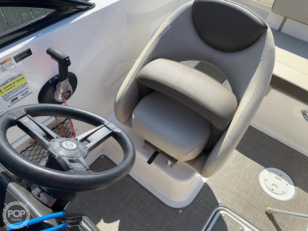 2017 Bayliner boat for sale, model of the boat is Vr5 & Image # 38 of 41