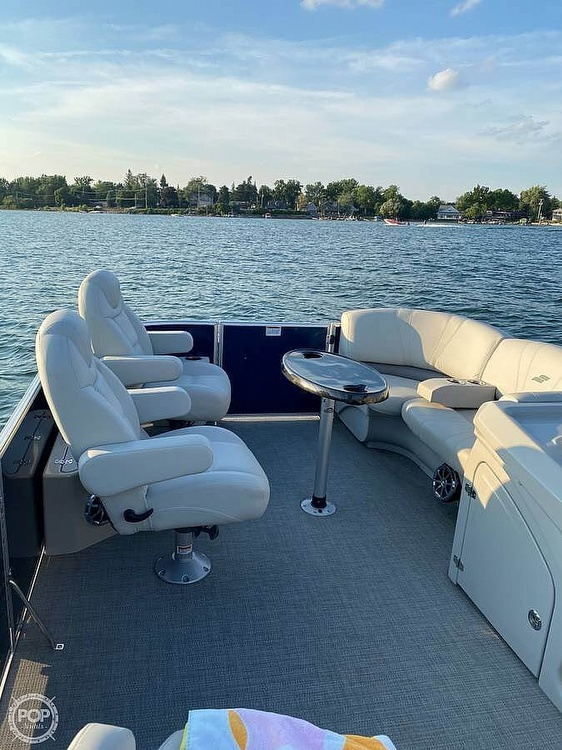 2017 Starcraft boat for sale, model of the boat is CX 23 RP & Image # 7 of 8