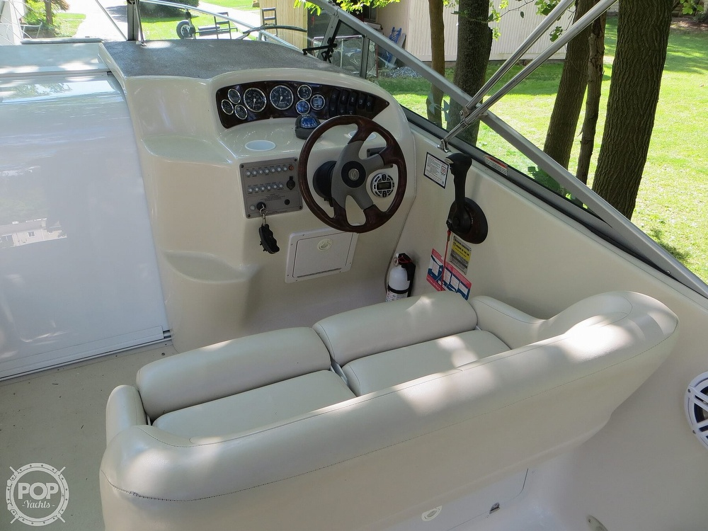 2001 Crownline boat for sale, model of the boat is 262CR & Image # 4 of 40