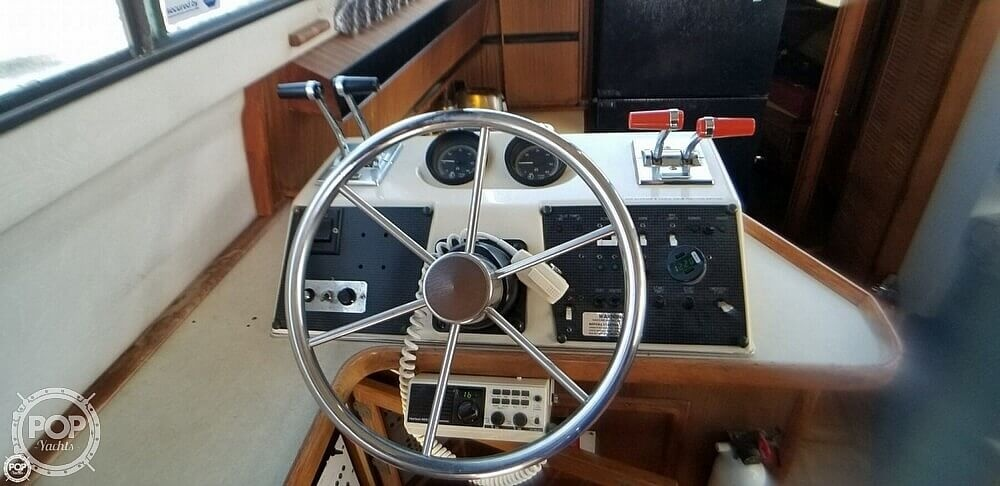 1986 Sea Ray boat for sale, model of the boat is 410 Aft Cabin & Image # 32 of 41