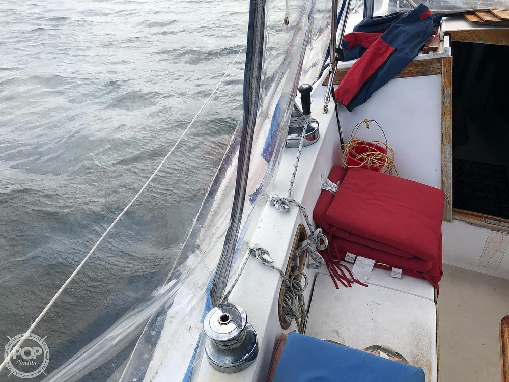 1979 Catalina Yachts boat for sale, model of the boat is 38 & Image # 17 of 40