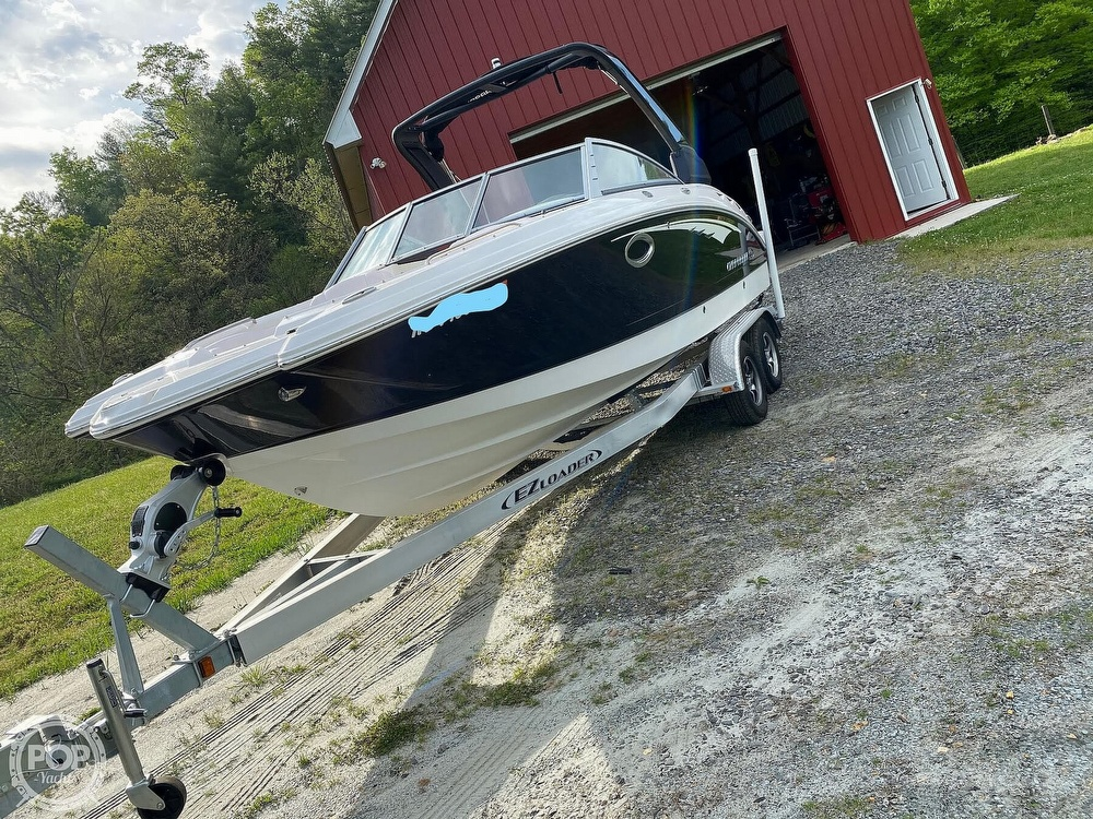 2019 Chaparral boat for sale, model of the boat is Sunesta 244 & Image # 8 of 40