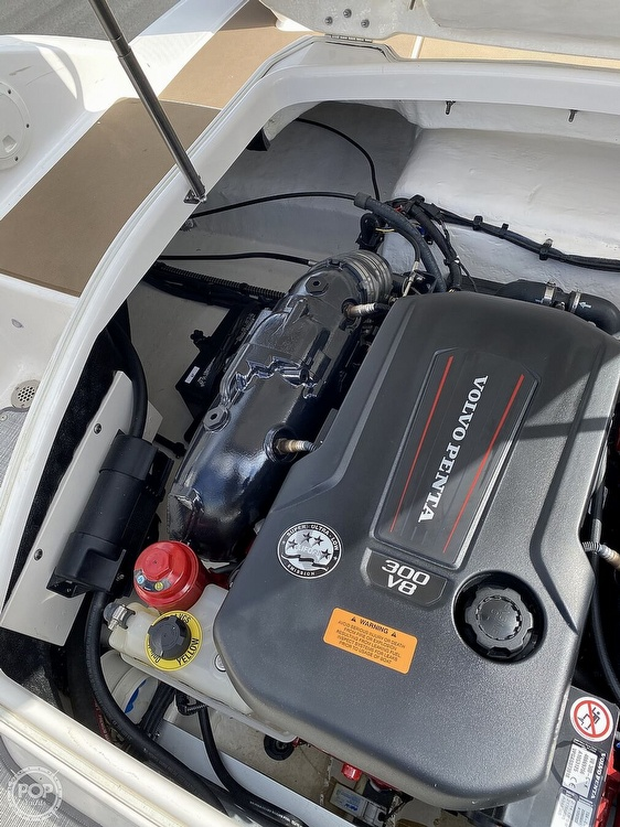 2019 Chaparral boat for sale, model of the boat is Sunesta 244 & Image # 13 of 40