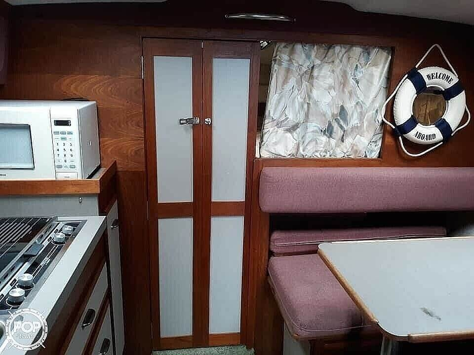 1988 Cruisers Yachts boat for sale, model of the boat is Rogue 2860 & Image # 13 of 19
