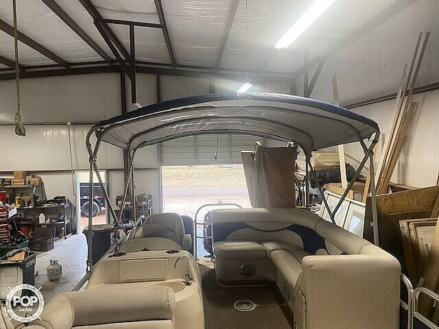 2009 Hurricane boat for sale, model of the boat is 236RE & Image # 19 of 27