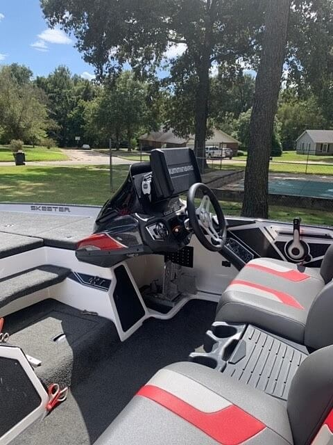 2017 Skeeter boat for sale, model of the boat is FX20 & Image # 3 of 24