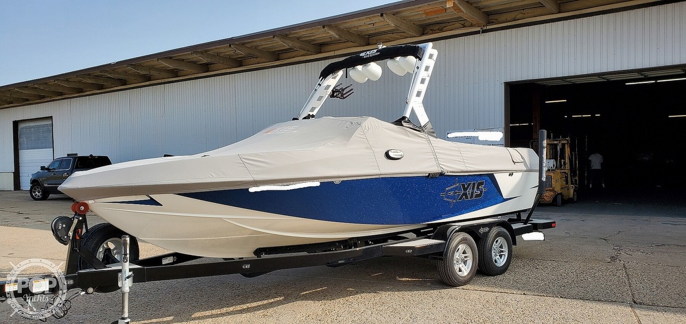 2017 Axis boat for sale, model of the boat is T22 & Image # 2 of 40