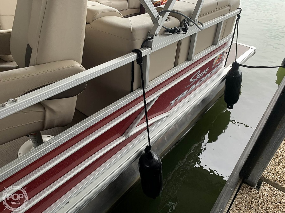 2019 Sun Tracker boat for sale, model of the boat is Party Barge 24 DXL & Image # 15 of 40
