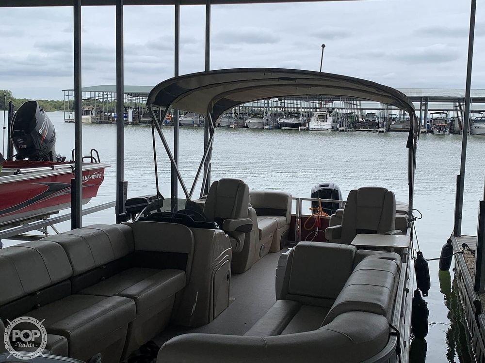 2019 Sun Tracker boat for sale, model of the boat is Party Barge 24 DXL & Image # 4 of 40