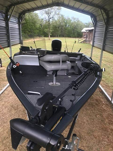 2019 Tracker Boats boat for sale, model of the boat is V-16SC Pro-Guide & Image # 5 of 14