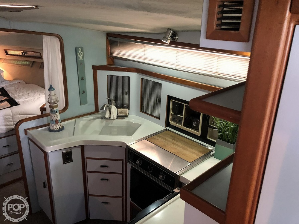 1988 Sea Ray boat for sale, model of the boat is 340 Express Cruiser & Image # 5 of 40