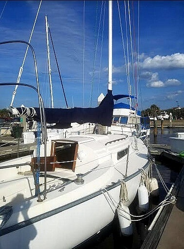 1980 Pearson boat for sale, model of the boat is 32 & Image # 2 of 6