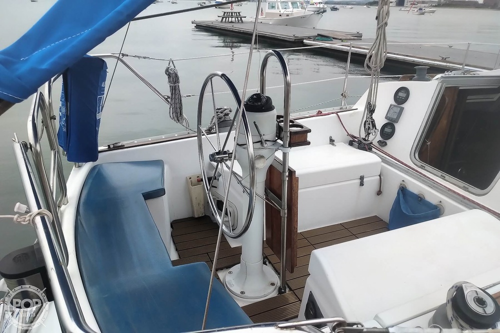 1985 Hunter boat for sale, model of the boat is 28.5 & Image # 34 of 40