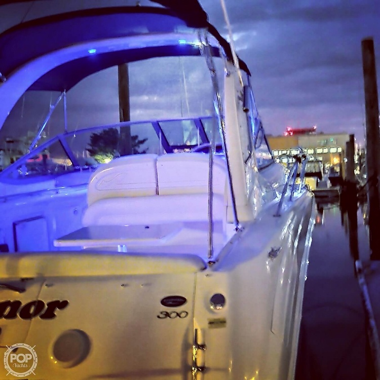 2004 Sea Ray boat for sale, model of the boat is 300 Sundancer & Image # 11 of 40