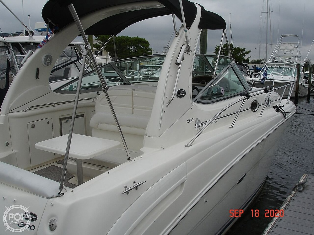 2004 Sea Ray boat for sale, model of the boat is 300 Sundancer & Image # 19 of 40