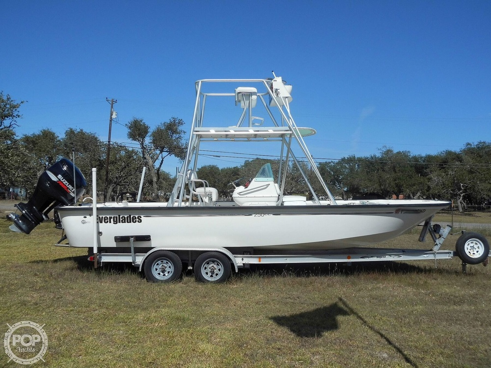 2004 Everglades boat for sale, model of the boat is 250 CC & Image # 2 of 40