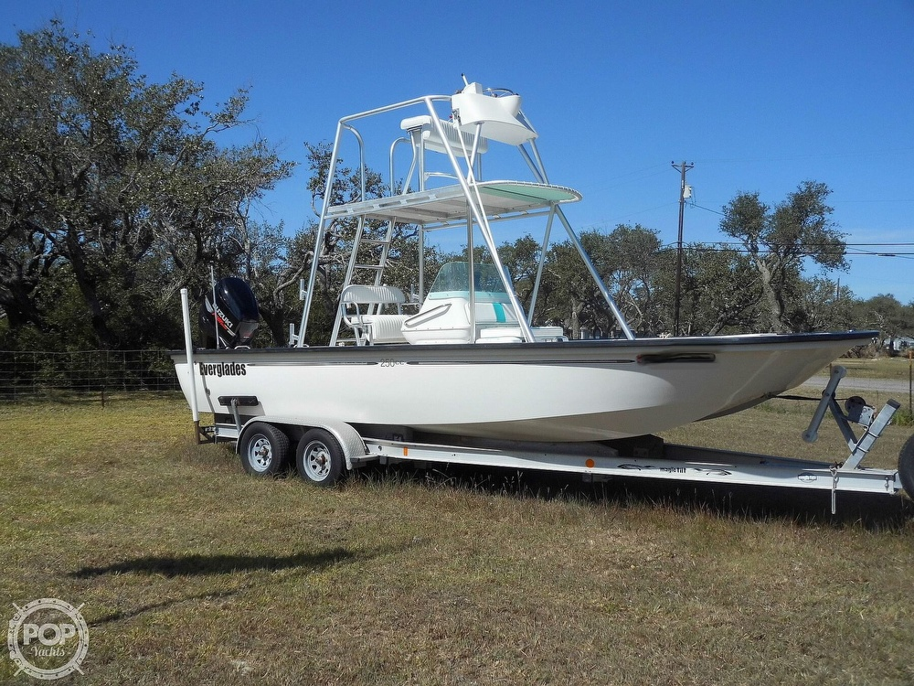 2004 Everglades boat for sale, model of the boat is 250 CC & Image # 3 of 40