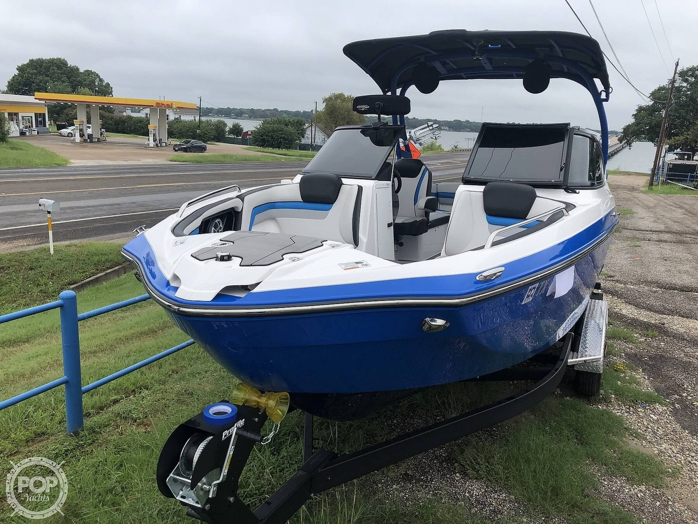 2019 Yamaha boat for sale, model of the boat is 242 X E SERIES & Image # 2 of 40