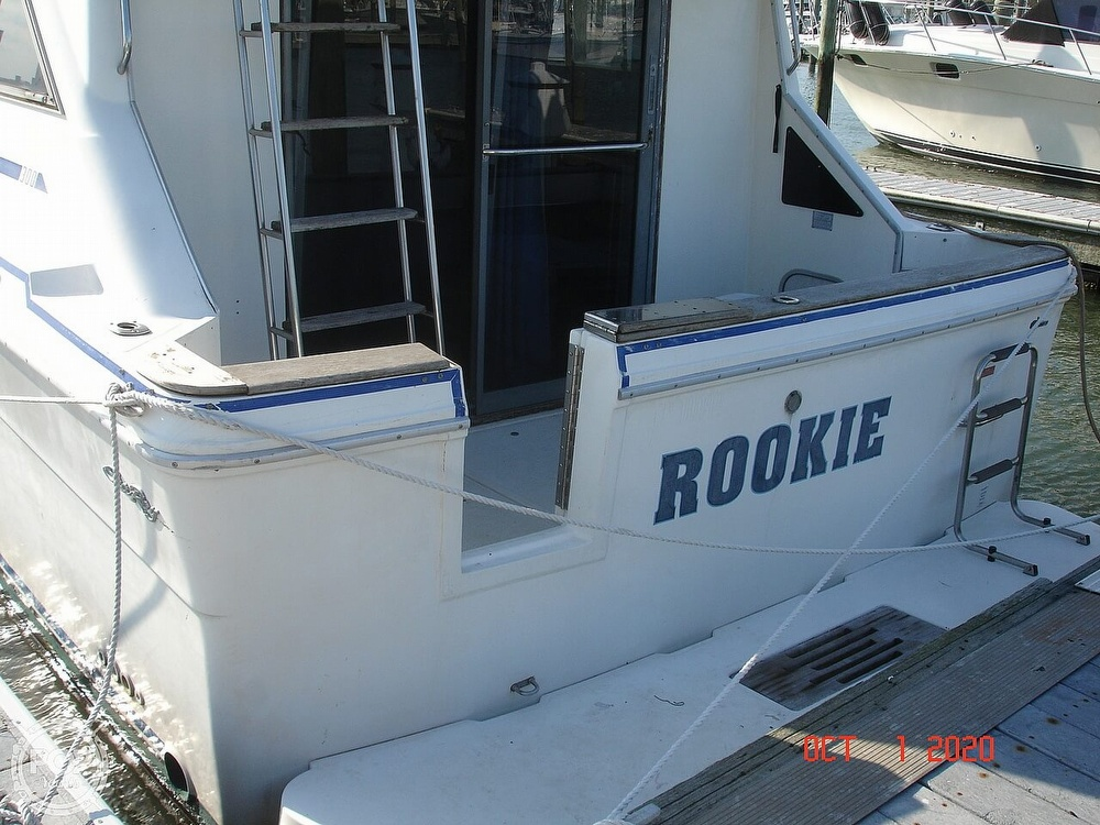 1989 Sea Ray boat for sale, model of the boat is 300 Sedan Bridge & Image # 3 of 40