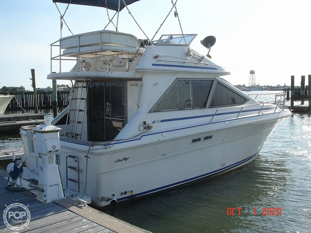 1989 Sea Ray boat for sale, model of the boat is 300 Sedan Bridge & Image # 5 of 40
