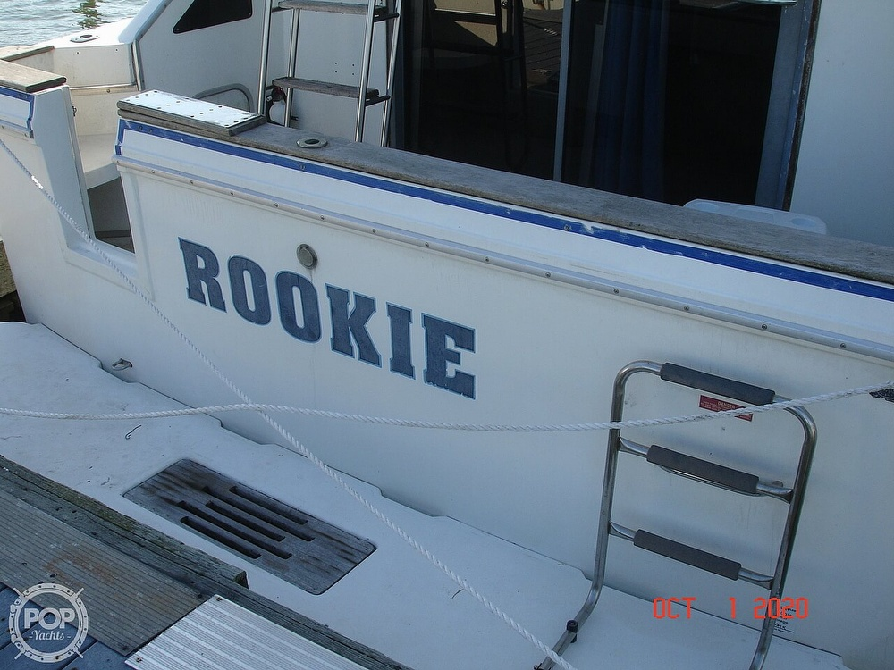1989 Sea Ray boat for sale, model of the boat is 300 Sedan Bridge & Image # 8 of 40
