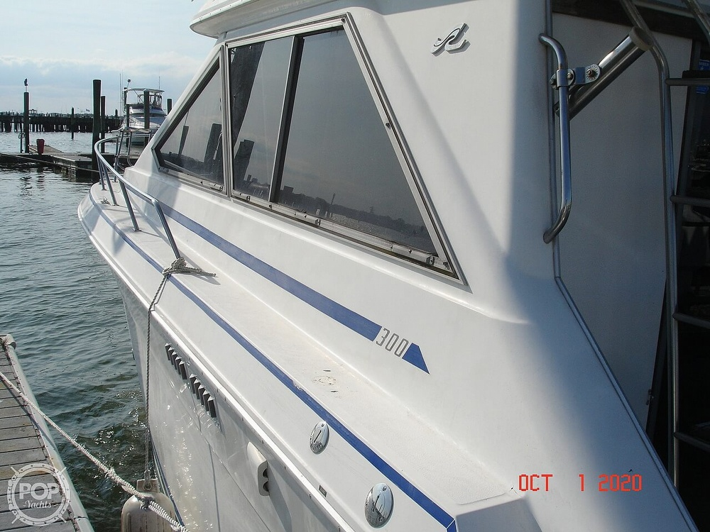 1989 Sea Ray boat for sale, model of the boat is 300 Sedan Bridge & Image # 9 of 40