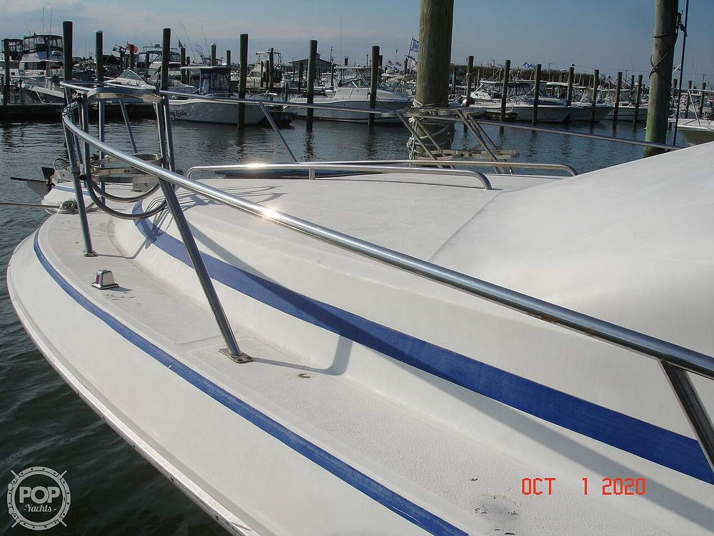 1989 Sea Ray boat for sale, model of the boat is 300 Sedan Bridge & Image # 12 of 40