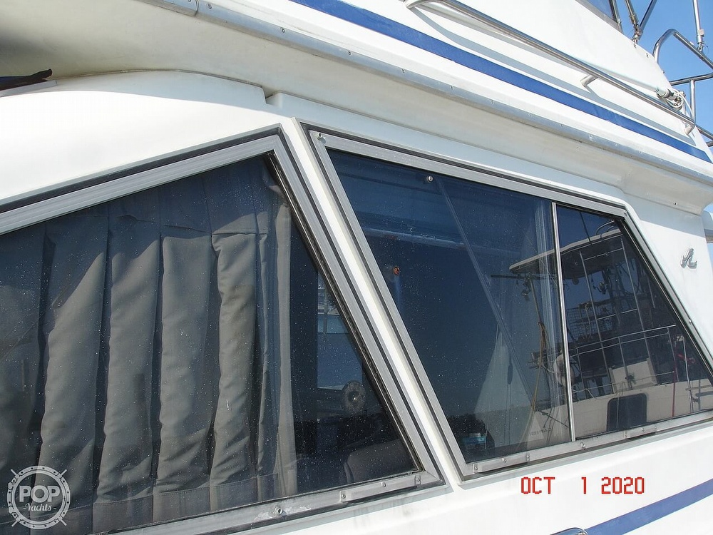 1989 Sea Ray boat for sale, model of the boat is 300 Sedan Bridge & Image # 14 of 40