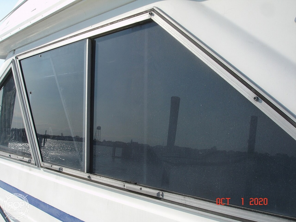 1989 Sea Ray boat for sale, model of the boat is 300 Sedan Bridge & Image # 17 of 40