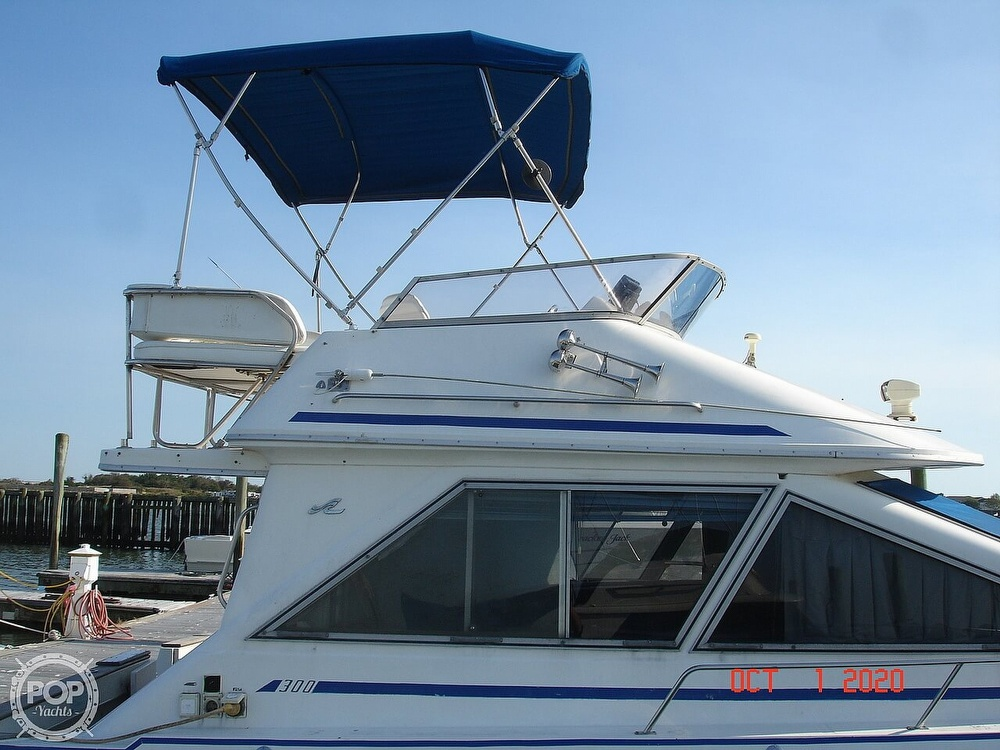 1989 Sea Ray boat for sale, model of the boat is 300 Sedan Bridge & Image # 19 of 40