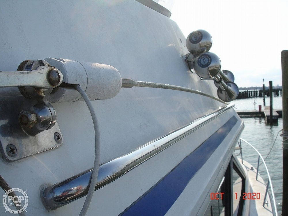 1989 Sea Ray boat for sale, model of the boat is 300 Sedan Bridge & Image # 22 of 40
