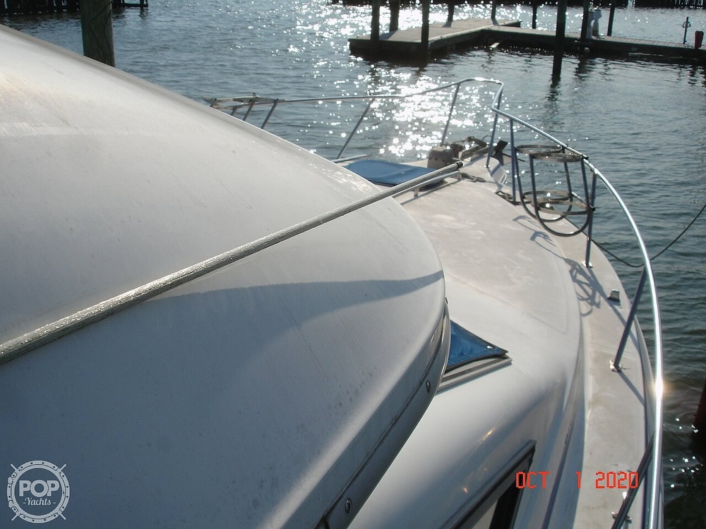 1989 Sea Ray boat for sale, model of the boat is 300 Sedan Bridge & Image # 24 of 40